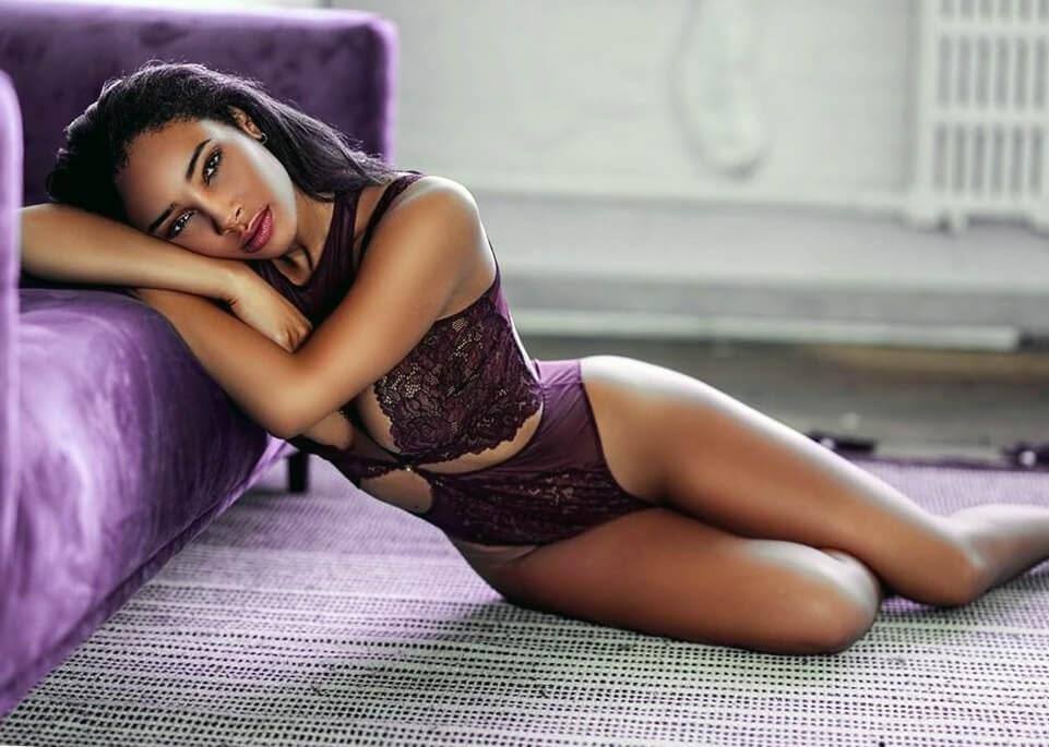 ebony girl in lingerie