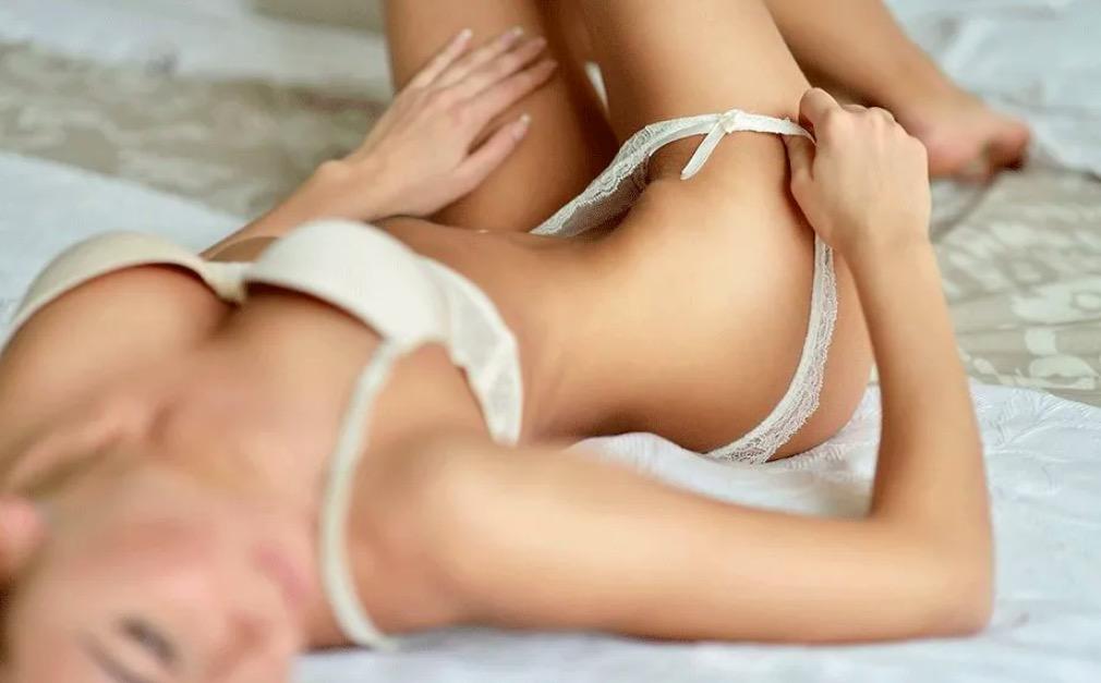 hot girl in bed
